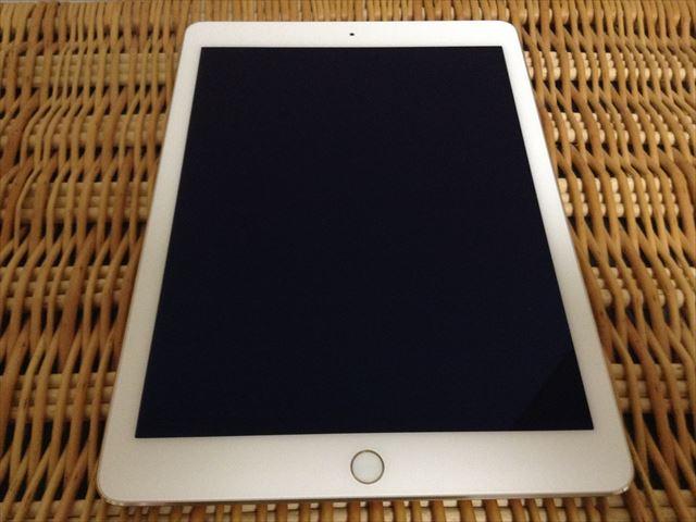 iPad Air 2[整備済製品]開封・保護フィルムをはがした様子