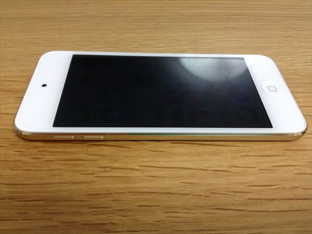iPod touch 6th(第6世代)左から見た様子
