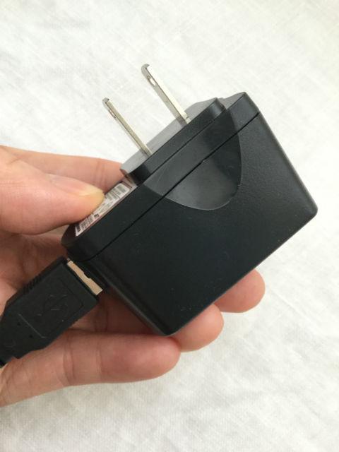 スマモバ「+F FS020W」のUSBと電源
