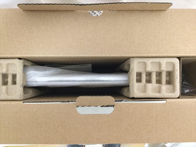 DELL「Inspiron 11 3162」外箱の蓋を開けた様子