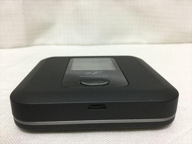 スマモバ「+F FS030W」本体上部(USB端子)
