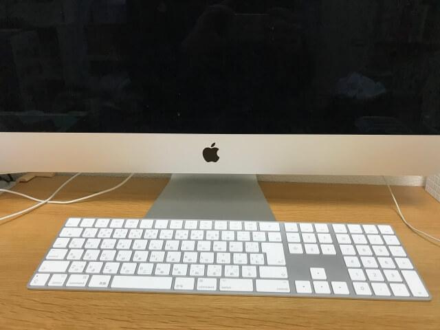 マジックキーボード(Magic Keyboard)とiMac本体