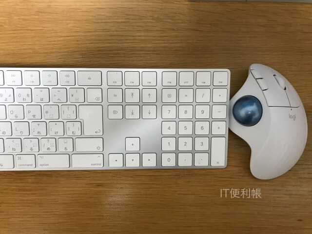 iMacとロジクール「ERGO M575」ホワイト